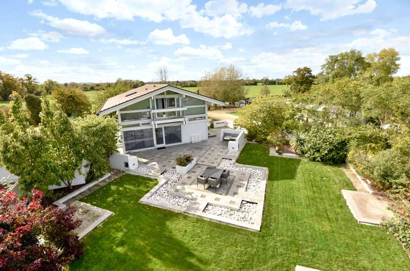2 Bedrooms Detached House for sale in Upper Earls Court Farm, Wanborough, Wiltshire, SN4