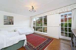 3 Bedrooms Terraced House for sale in Coleridge Close, Battersea, London