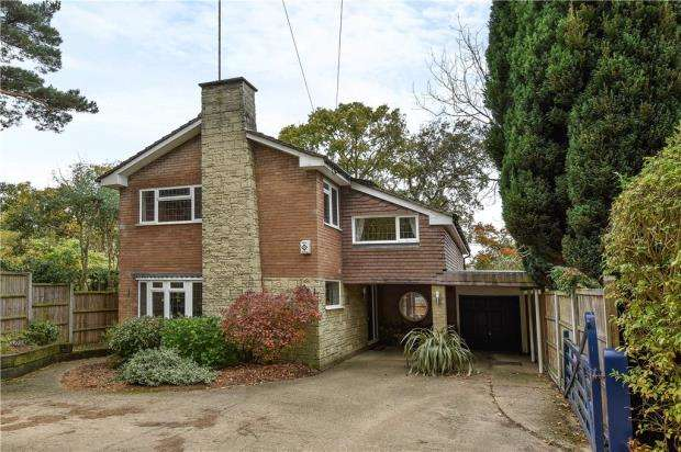 4 Bedrooms Detached House for sale in Cricket Hill Lane, Yateley, Hampshire