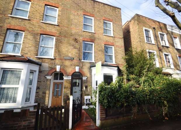 3 Bedrooms Terraced House for sale in Chadwick Road, Peckham Rye, SE15