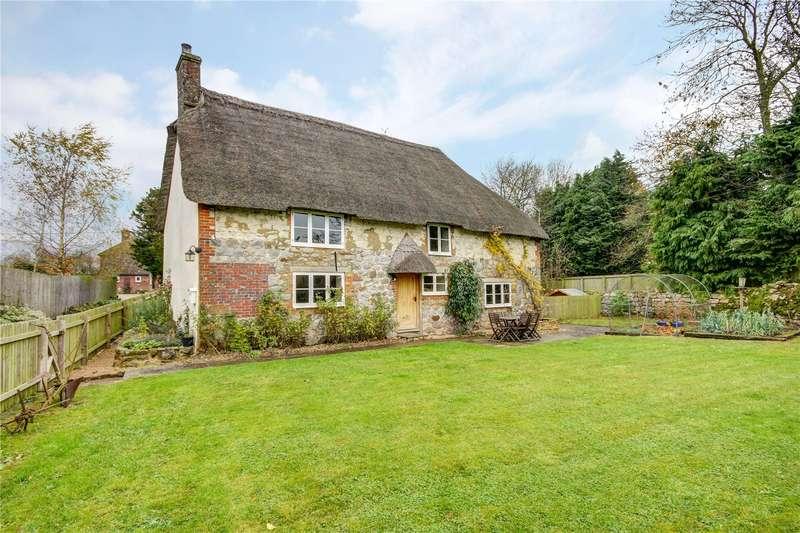 3 Bedrooms Detached House for sale in Berwick Bassett, Swindon, Wiltshire, SN4