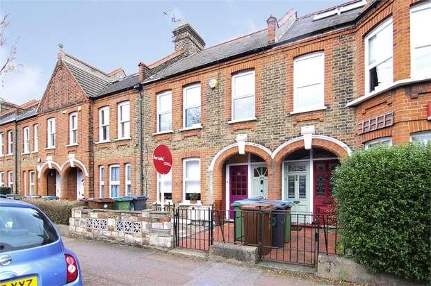 2 Bedrooms Flat for sale in Fleeming Road, Walthamstow, London