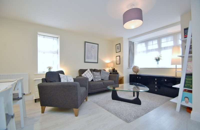 2 Bedrooms Flat for sale in Aldridge Place, Rogers Lane, Stoke Poges, SL2