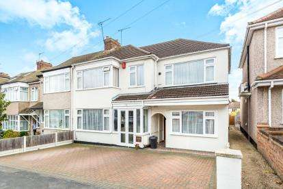 6 Bedrooms End Of Terrace House for sale in Romford