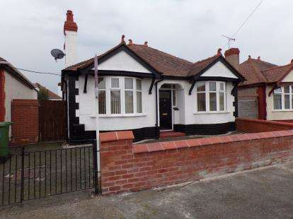 2 Bedrooms Bungalow for sale in Regent Road, Rhyl, Denbighshire, LL18
