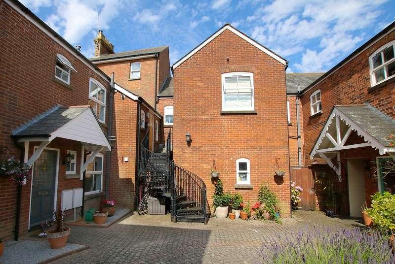 2 Bedrooms Flat for sale in Queens Mews, Queen Street, Lymington, Hampshire