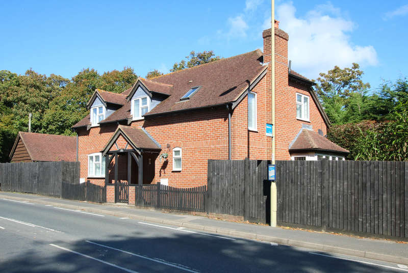 4 Bedrooms Detached House for sale in Lower Buckland Road, Lymington, Hampshire