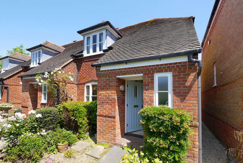 2 Bedrooms End Of Terrace House for sale in Hamilton Place, Anchorage Way, Lymington, Hampshire