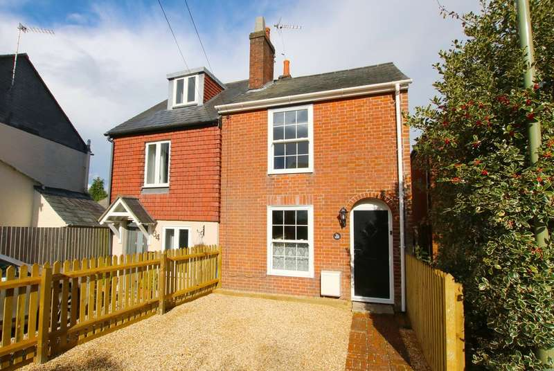 2 Bedrooms Semi Detached House for sale in Lower Buckland Road, Lymington, Hampshire
