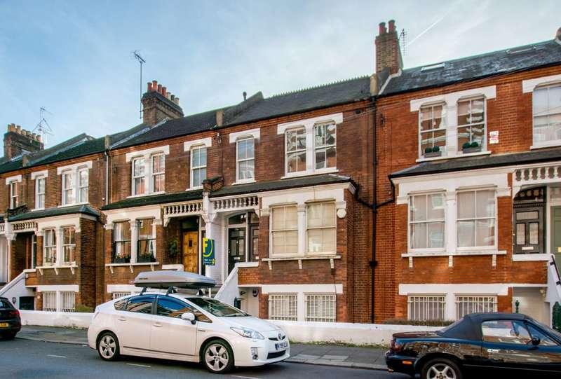 2 Bedrooms Flat for sale in Lurline Gardens, Battersea Park, SW11