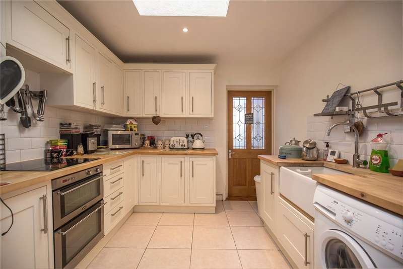2 Bedrooms Terraced House for sale in Crown Terrace, Crown Lane, Southgate, London, N14