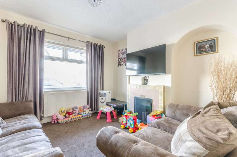 3 Bedrooms House for sale in Ley Street, Ilford, IG1