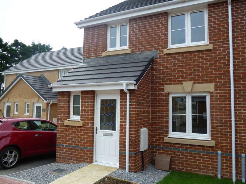 3 Bedrooms Semi Detached House for rent in Clos Joslin, Bridgend County Borough, CF35 6BX
