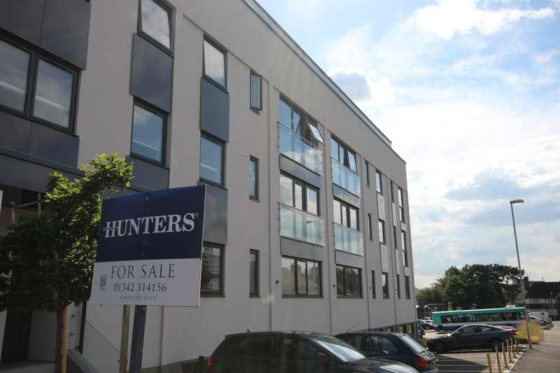 2 Bedrooms Flat for sale in 16 Elizabeth House, Christoper Road , East Grinstead, RH19