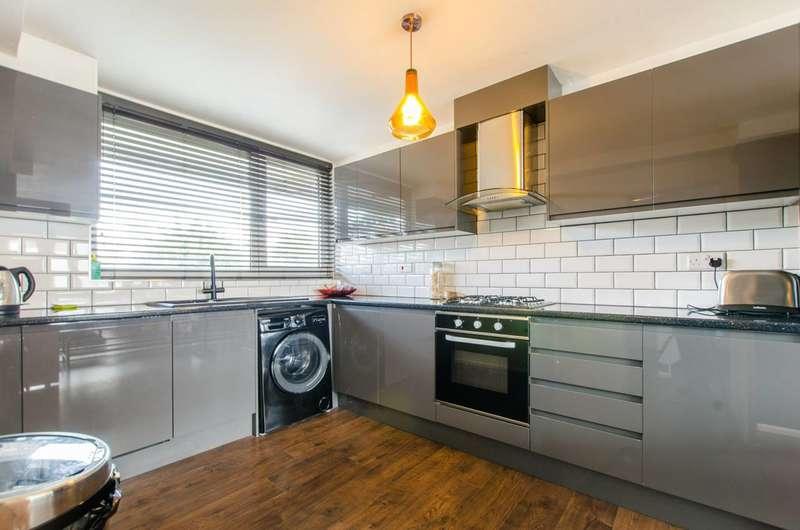 3 Bedrooms Maisonette Flat for rent in Ford Street, Bow, E3