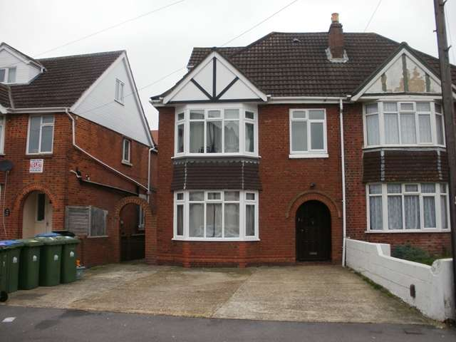 8 Bedrooms Semi Detached House for rent in Portswood Avenue - Portswood - Southampton