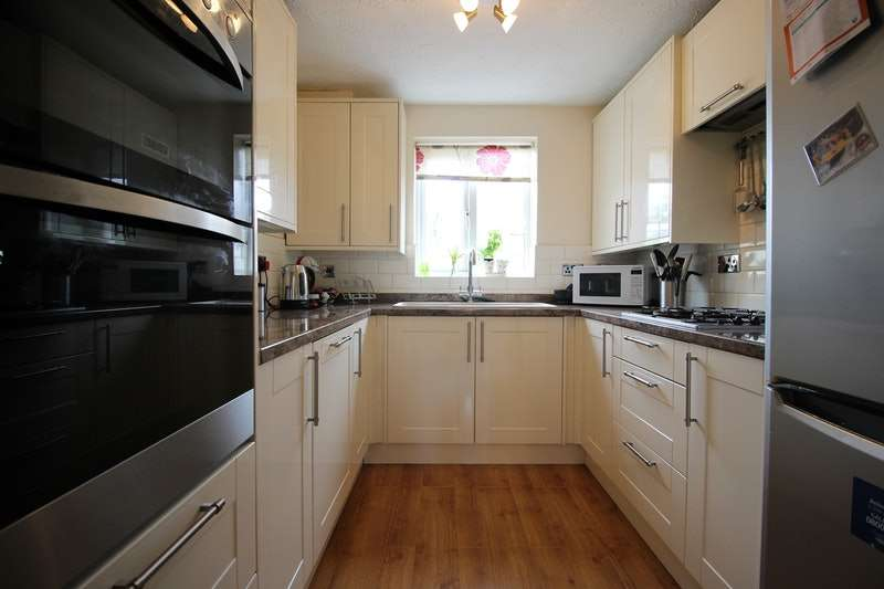 3 Bedrooms Terraced House for sale in Danbury Crescent, South Ockendon, Essex, RM15