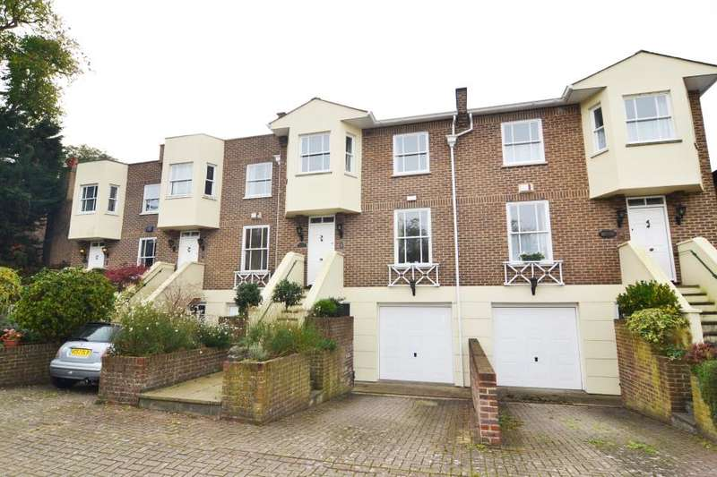 4 Bedrooms Town House for sale in Hampton Court Road, East Molesey, KT8