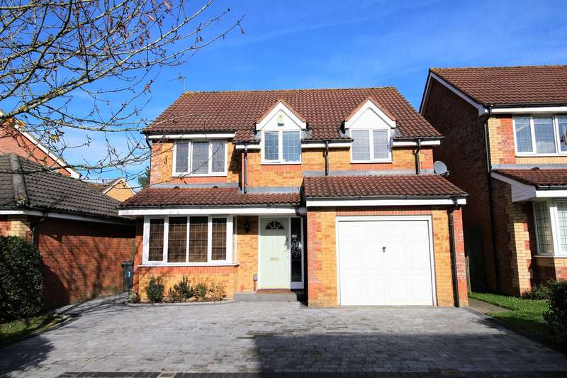 4 Bedrooms Detached House for sale in Vespasian Gardens, Park Village, Basingstoke, RG24