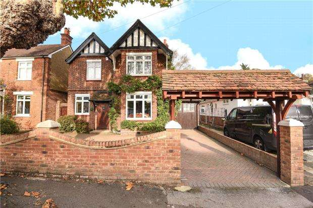 4 Bedrooms Detached House for sale in Greenlands Road, Staines-upon-Thames, Surrey