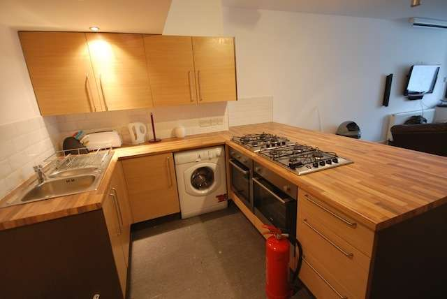 8 Bedrooms Terraced House for rent in Furness Road, Fallowfield, Manchester, M14 6LX