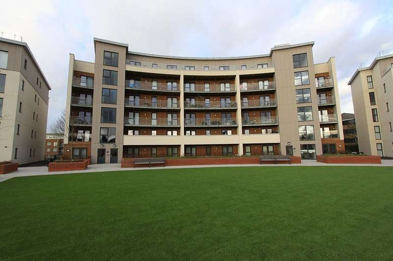 2 Bedrooms Apartment Flat for sale in Gemini Park Manor Way, Borehamwood, Hertfordshire, WD6 1BX