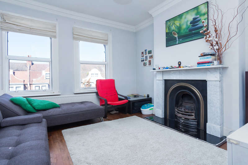 3 Bedrooms Flat for sale in Harvist Road, Queens Park, London NW6