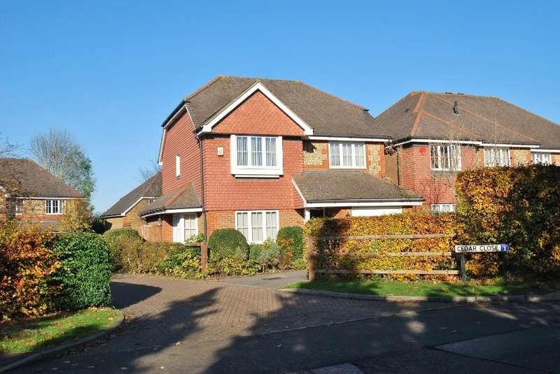 4 Bedrooms Detached House for sale in Cedar Close, Chesham, HP5