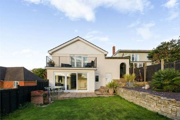 4 Bedrooms Detached Bungalow for sale in Blythe Road, Corfe Mullen, Wimborne, Dorset