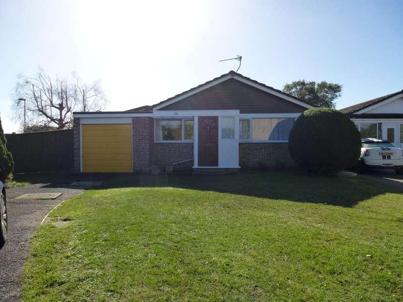 3 Bedrooms Bungalow for rent in Uplands Road, West Moors, Ferndown
