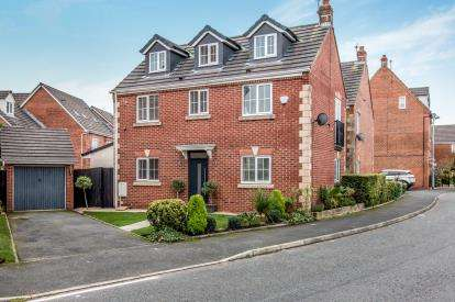 5 Bedrooms Detached House for sale in Tangmere Avenue, Heywood, Greater Manchester