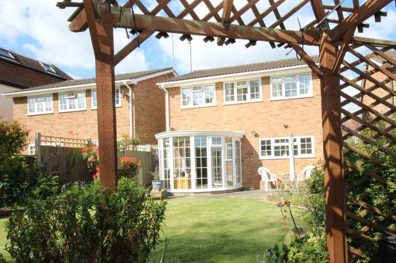 4 Bedrooms Detached House for sale in Close to Brentwood Main Line Station