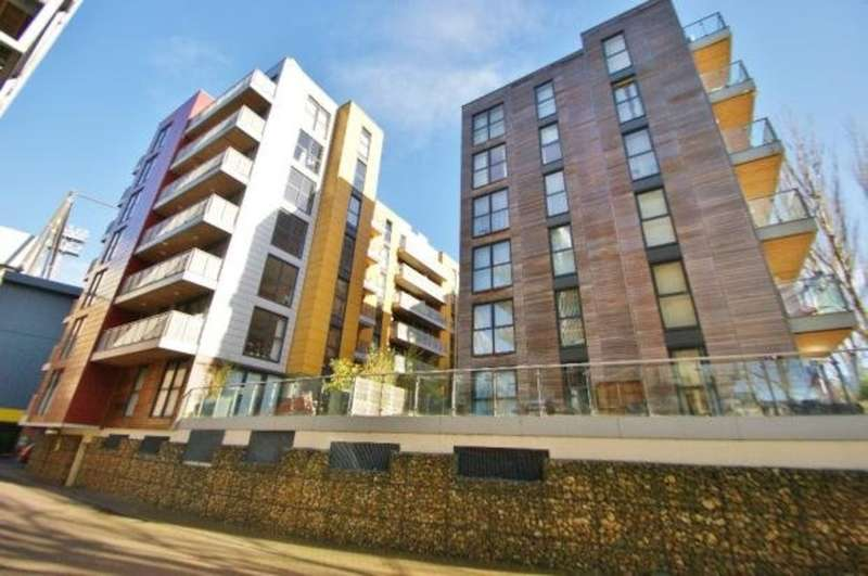 2 Bedrooms Flat for sale in Geoffrey Watling Way, Norwich
