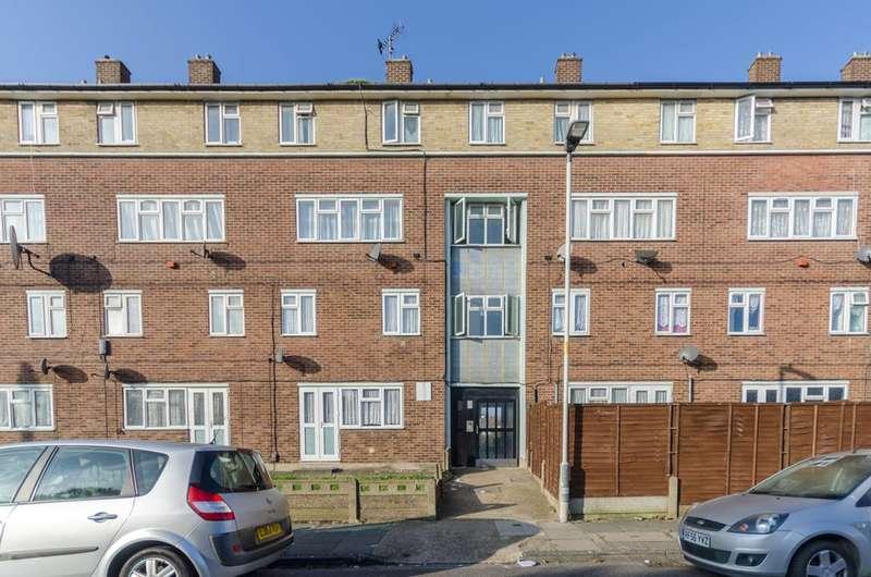 3 Bedrooms Maisonette Flat for sale in Chelmer Crescent, Barking, Thames, IG11