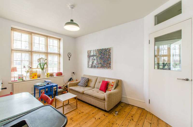 1 Bedroom Flat for sale in Holly Lodge Mansions, Highgate, N6