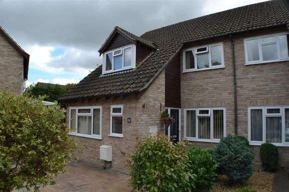 3 Bedrooms Semi Detached House for sale in Sarisbury Close, Tadley