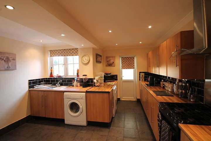2 Bedrooms Detached House for sale in Hatton Road, Bedfont, TW14