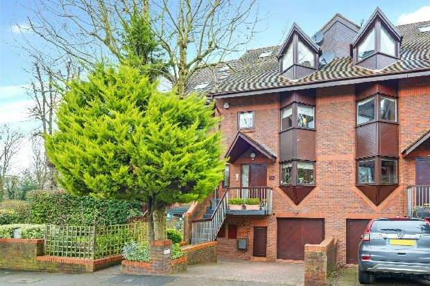 4 Bedrooms Unique Property for sale in Broadlands Road, Highgate, N6