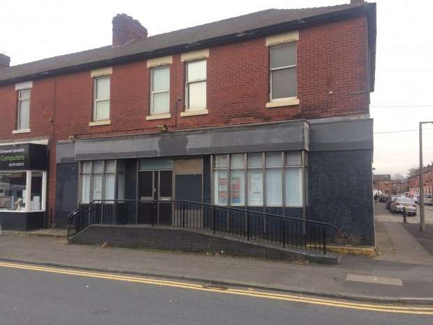 Terraced House for rent in THE OLD Lloyds Tsb Bank whole ground floor unit, Blackpool Road, Preston, PR2