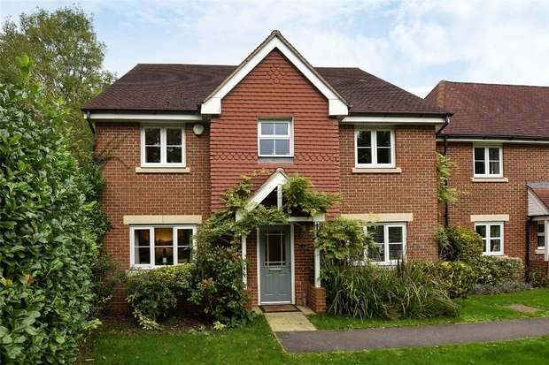 5 Bedrooms Detached House for sale in Wheatsheaf Close, SINDLESHAM, Berkshire
