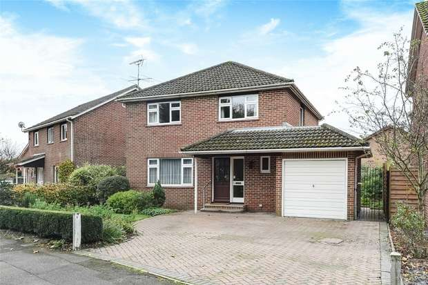 4 Bedrooms Detached House for sale in Reeves Way, WOKINGHAM, Berkshire