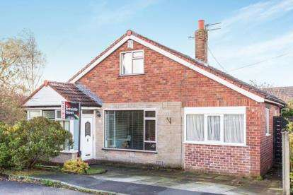 3 Bedrooms Bungalow for sale in Sandyacre Close, Bolton, Greater Manchester, BL5
