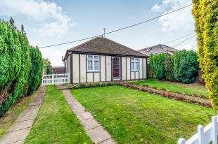2 Bedrooms Bungalow for sale in Heathfield Bungalows, Rose Lane, Lenham Heath, Kent