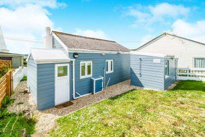 3 Bedrooms Bungalow for sale in Field Two, Freathy, Millbrook