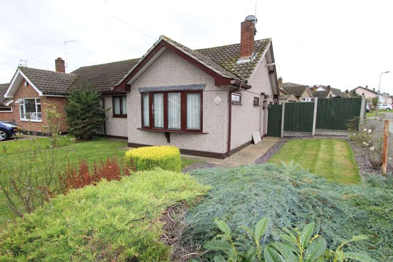 2 Bedrooms Semi Detached Bungalow for sale in Cheltenham Drive, Thundersley