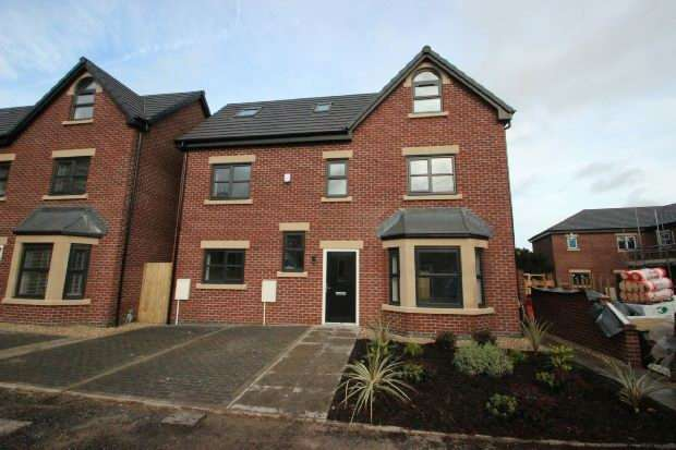 4 Bedrooms Detached House for sale in Roby Close, Sale