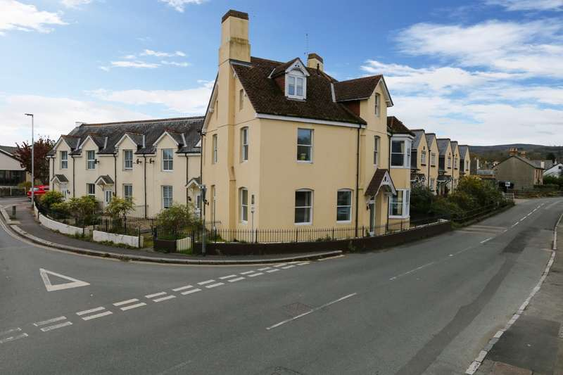 3 Bedrooms Flat for sale in Station Road, Bovey Tracey