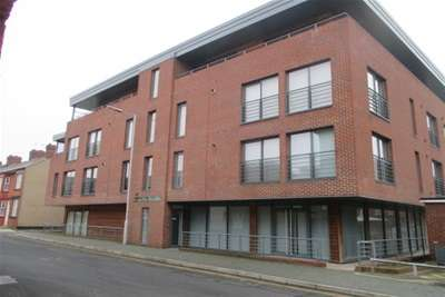 2 Bedrooms Property for rent in Hamilton Plaza, Duncan Street.