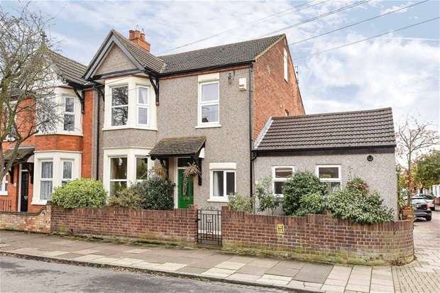 5 Bedrooms Semi Detached House for sale in Rosamond Road, Bedford