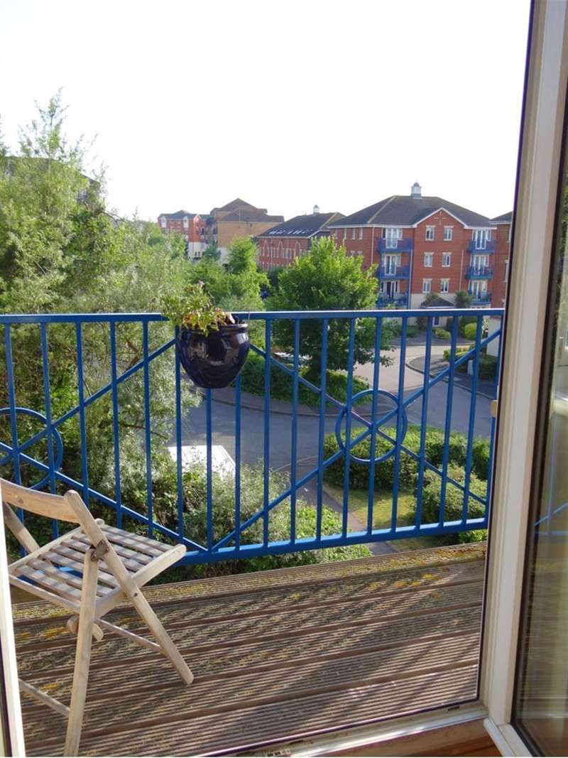 2 Bedrooms Apartment Flat for sale in Florin Drive, Rochester, Kent